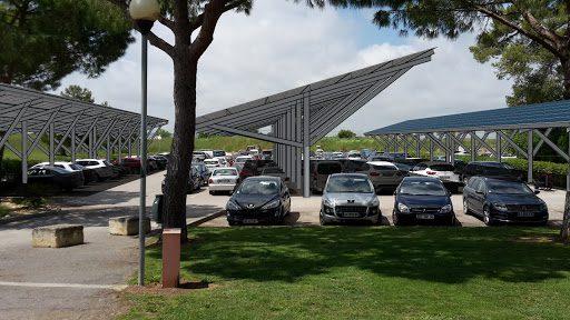 Ombrière de parking solaire