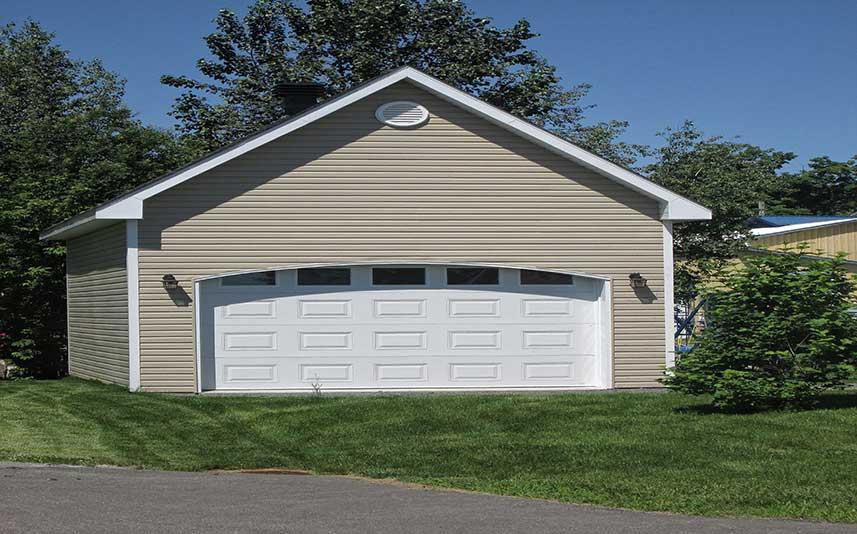 Cabanon et garage batiment tricolor for Porte garage arrondie