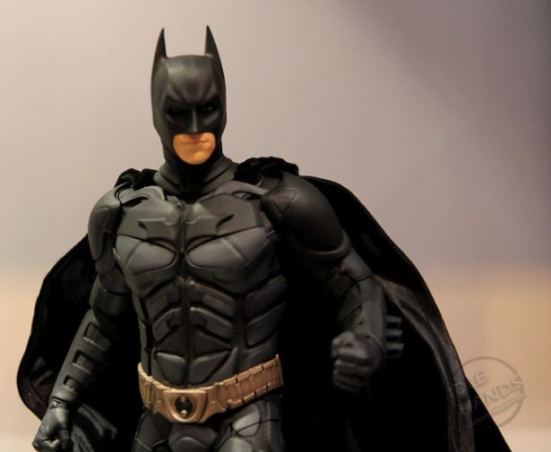 dark-knight-rises-batman-statue-01