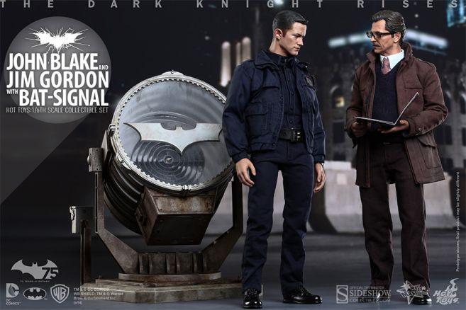 902303-john-blake-and-jim-gordon-with-bat-signal-002