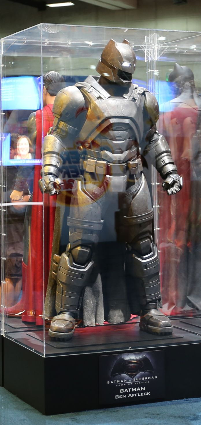 batman-v-superman-armor-comic-con-image