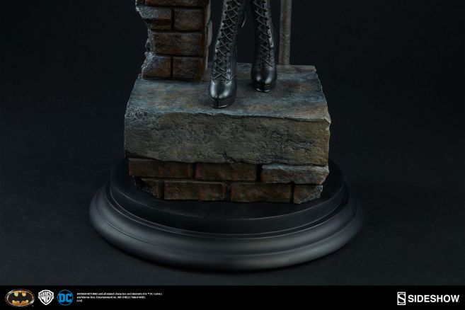dc-comics-catwoman-premium-format-300270-11