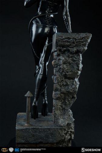 dc-comics-catwoman-premium-format-300270-12