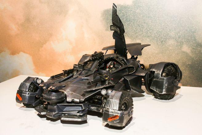 justice-league-batmobile-11