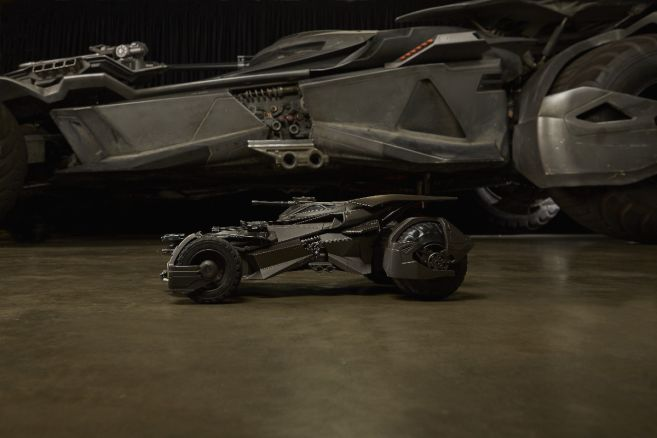 ultimate_justice_league_batmobile 02