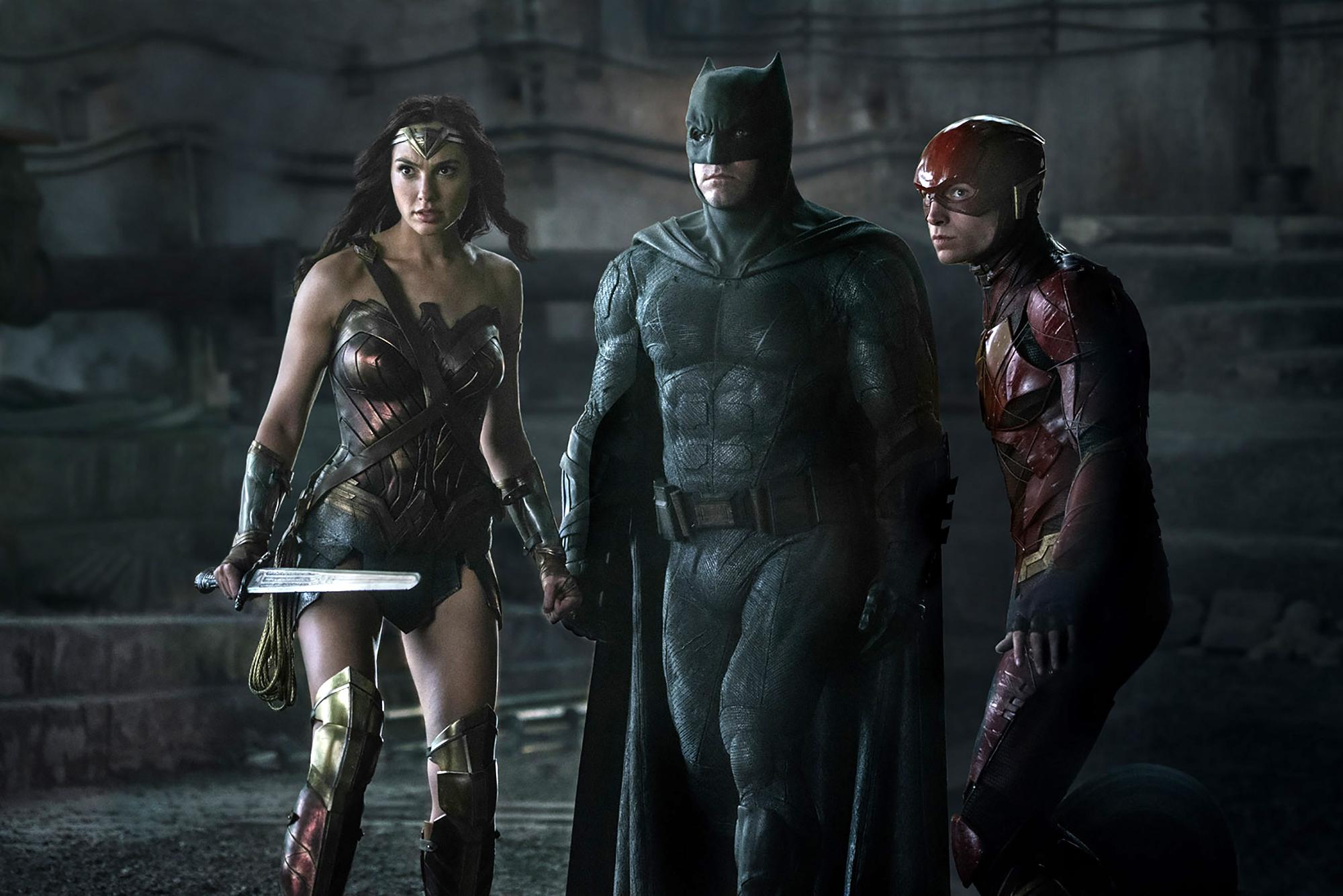 New 'Justice League' image teams up Batman, Wonder Woman