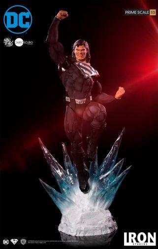 Iron Studios - DC Comics - Superman - Black Suit - 03