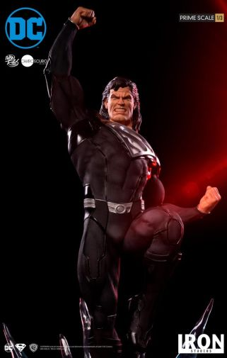 Iron Studios - DC Comics - Superman - Black Suit - 04