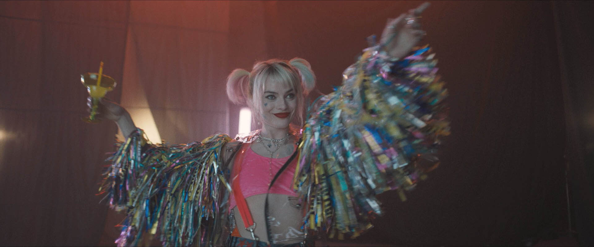 Birds Of Prey Promo Photo Shows Off One Of Harley S Many Outfits