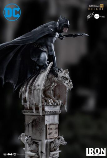 Iron Studios - Batman Deluxe Art Scale - Batman - 08