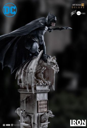 Iron Studios - Batman Deluxe Art Scale - Batman - 11