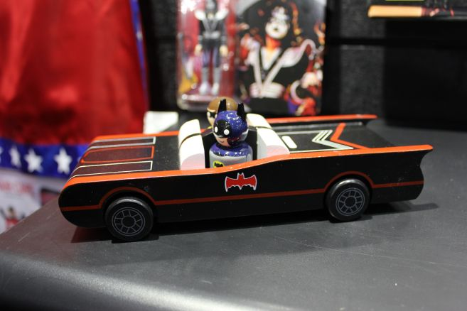 Entertainment Earth -Toy Fair 2019 - Deluxe Batmobile - 01