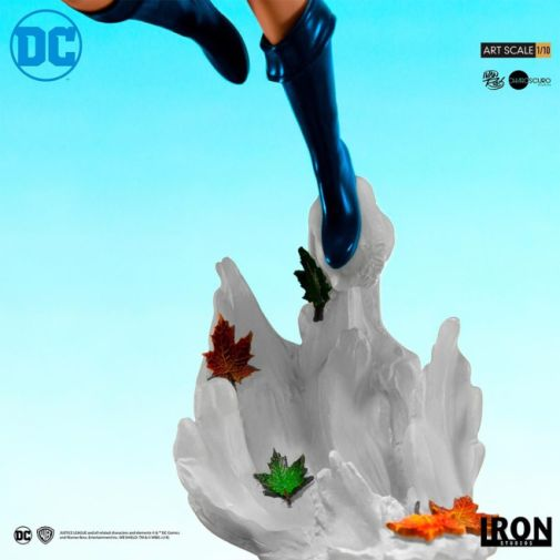 Iron Studios - DC Comics - Series 4 - Power Girl - 03