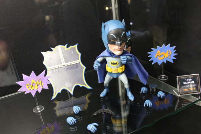 Mezco - Mezco Designer Series - Toy Fair 2019 - 66 Batman Stylized Figure - 03