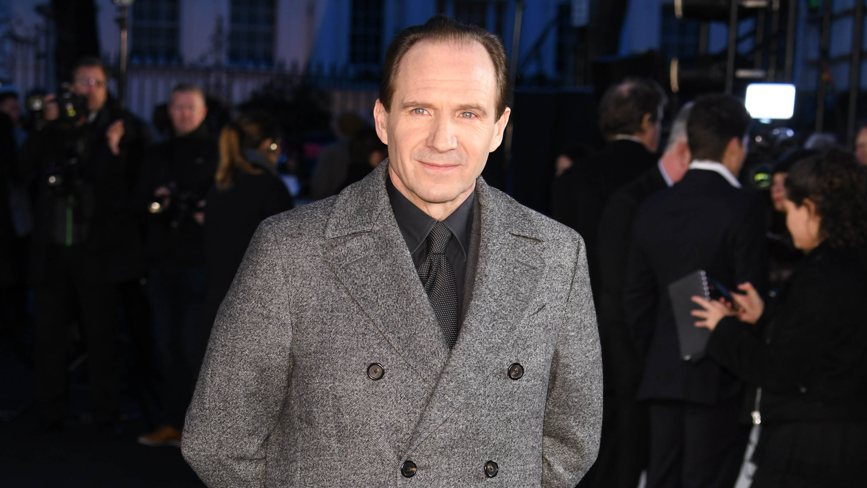 Ralph Fiennes would love to take on a live-action Alfred | Batman News