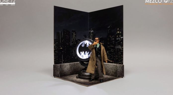 Mezco Toyz - Commissioner James Gordon - 01