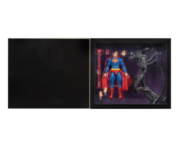 NECA - 2019 Convention Exclusives - Superman vs Alien 2-Pack - 06