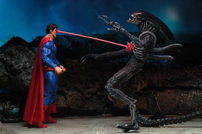 NECA - 2019 Convention Exclusives - Superman vs Alien 2-Pack - 09