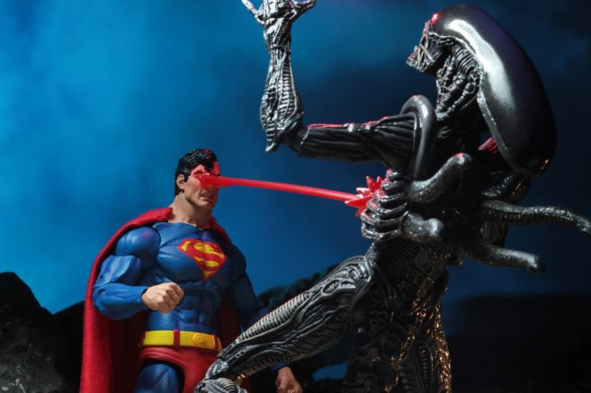 NECA - 2019 Convention Exclusives - Superman vs Alien 2-Pack - 10
