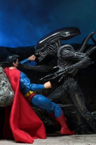 NECA - 2019 Convention Exclusives - Superman vs Alien 2-Pack - 18
