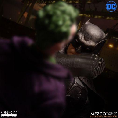 Mezco Toyz - Batman Supreme Knight - 11