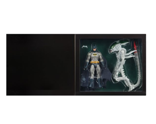 NECA - 2019 Convention Exclusives - Batman vs Alien 2-Pack - 06