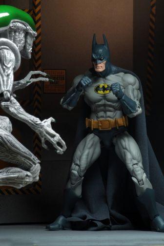 NECA - 2019 Convention Exclusives - Batman vs Alien 2-Pack - 10