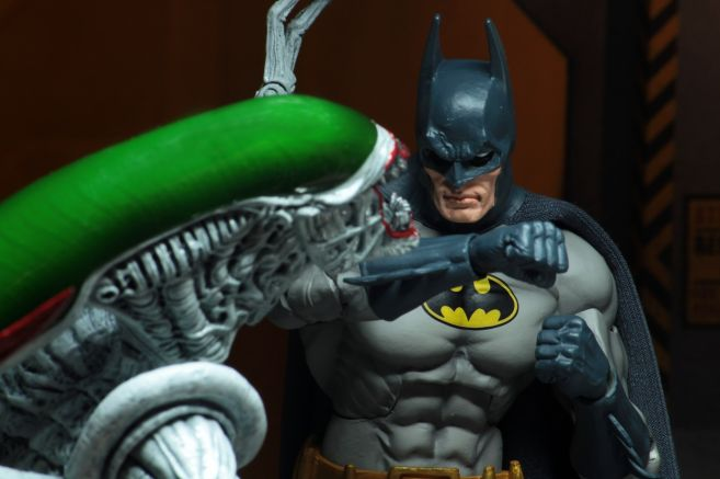 NECA - 2019 Convention Exclusives - Batman vs Alien 2-Pack - 11