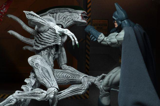 NECA - 2019 Convention Exclusives - Batman vs Alien 2-Pack - 15