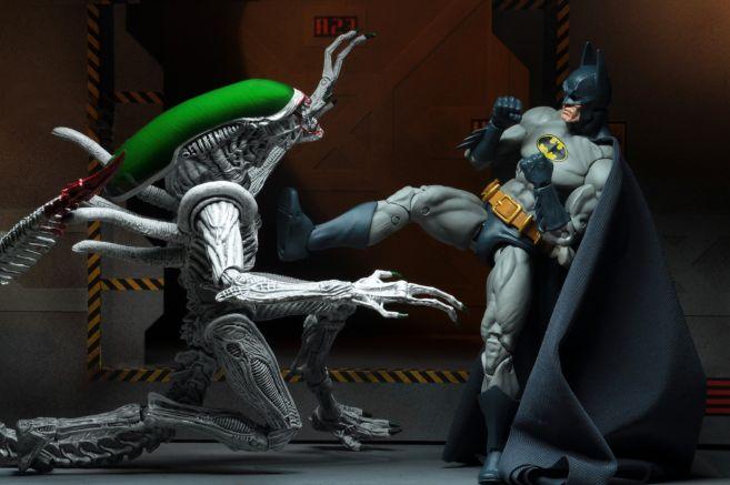 NECA - 2019 Convention Exclusives - Batman vs Alien 2-Pack - 16