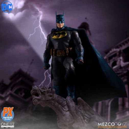 Mezco Toyz - Batman Supreme Knight - Previews Exclusive - 09