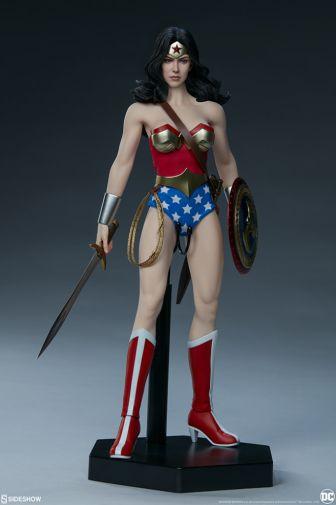 Sideshow - Wonder Woman - Sixth Scale Figure - 02