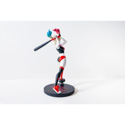 DC Collectibles - DC Universe - Harley Quinn Show Statue - 03