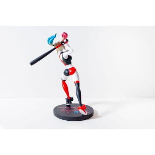 DC Collectibles - DC Universe - Harley Quinn Show Statue - 04