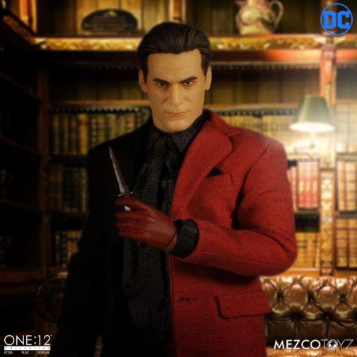 Mezco Toyz - Batman - Two-Face - 12