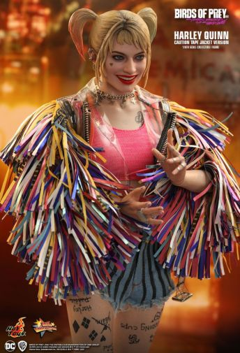 Hot Toys - Birds of Prey - Harley Quinn - Caution Tape Jacket Version - 11
