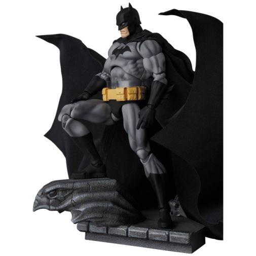 Medicom - MAFEX - Batman Hush - Black and Gray Suit - 01