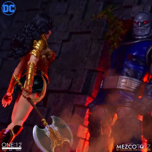 Mezco Toyz - Wonder Woman - 07