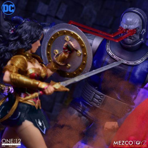 Mezco Toyz - Wonder Woman - 09