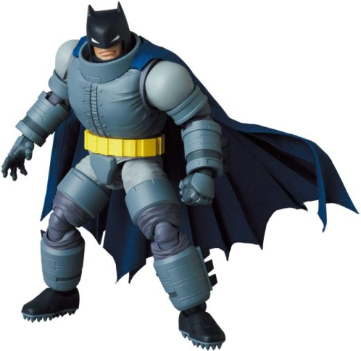 Medicom - MAFEX - The Dark Knight - Armored Batman - 05