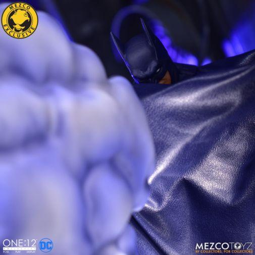 Mezco Toyz - Batman Supreme Knight - Darkest Dawn Edition - 01