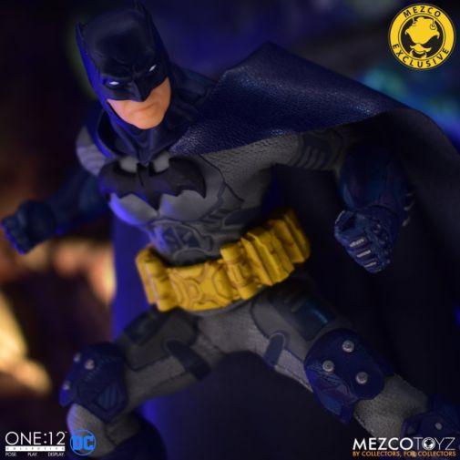 Mezco Toyz - Batman Supreme Knight - Darkest Dawn Edition - 04