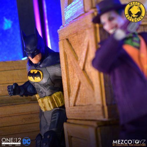 Mezco Toyz - Batman Supreme Knight - Darkest Dawn Edition - 05