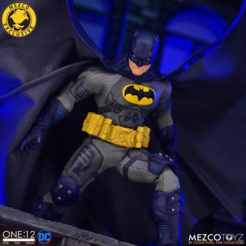 Mezco Toyz - Batman Supreme Knight - Darkest Dawn Edition - 09