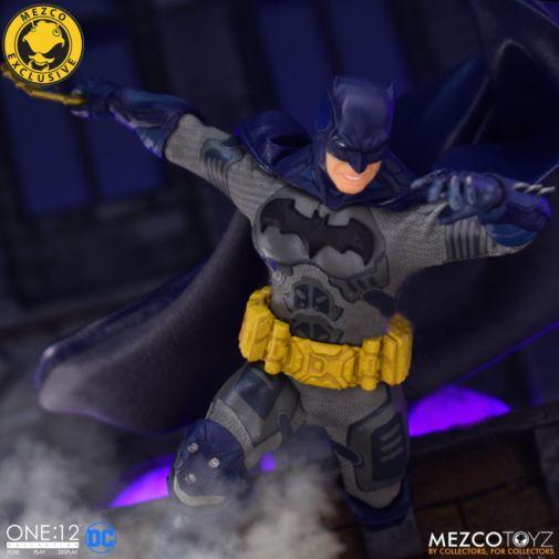 Mezco Toyz - Batman Supreme Knight - Darkest Dawn Edition - 10