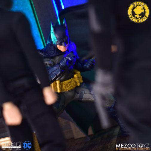 Mezco Toyz - Batman Supreme Knight - Darkest Dawn Edition - 11