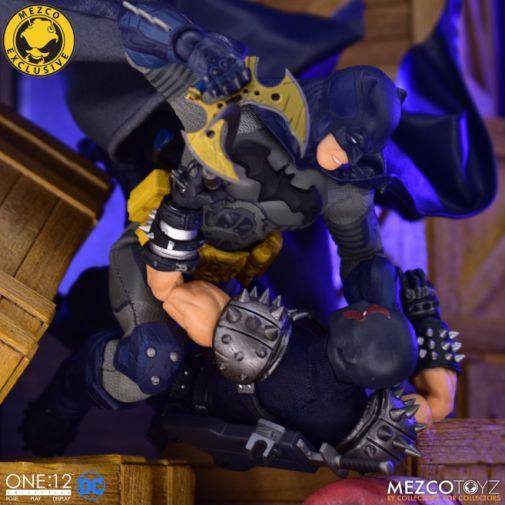 Mezco Toyz - Batman Supreme Knight - Darkest Dawn Edition - 13