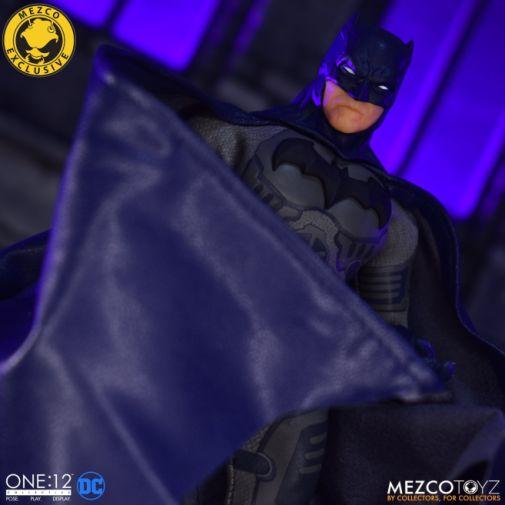Mezco Toyz - Batman Supreme Knight - Darkest Dawn Edition - 15