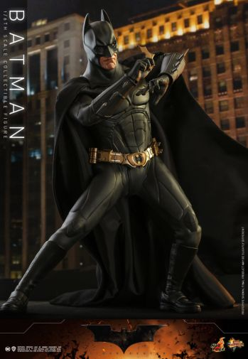 Hot Toys - Batman Begins - Batman and Batmobile - 07