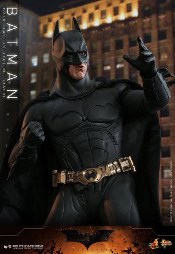 Hot Toys - Batman Begins - Batman and Batmobile - 09